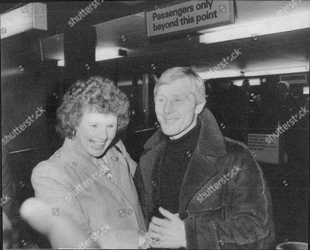 Jim Watt Boxer Greeted At Glasgow Airport By Wife Margaret Watt 1980.