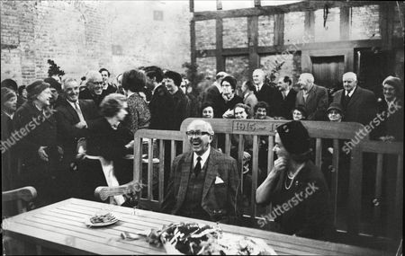 Lord Salisbury Conservative Politician And Lady Elizabeth Salisbury With Estate Workers At Hatfield Palace Upon His Resignation From Office 1965.