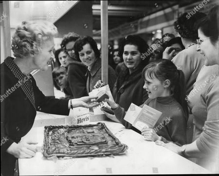 Daily Mail Ideal Home Exhibition At Olympia 1965 Barbara Mullen Giving Away Miniature Loaves Baked On The Hovis Stand