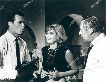 A Man Could Get Killed,  James Garner,  Melina Mercouri,  Robert Coote