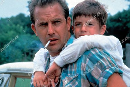 Stock Photo of A Perfect World,  Kevin Costner,  T J Lowther
