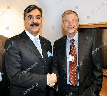 Pakistani Prime Minister Yousaf Raza Gillani shaking hands with Bill Gates