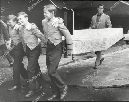 Clint Walker Actor Carries His Own Bed With Pages Patrick Lane Ian Webster And Eammone Doherty From Carlton Tower Hotel 1966.