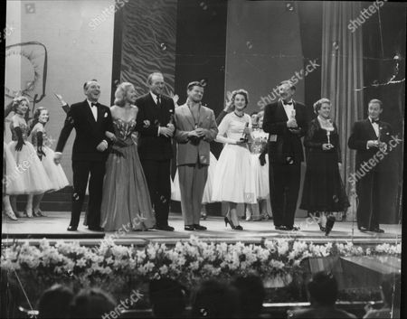 Daily Mail National Radio And Television Awards At The London Scala Theatre Winning Line Up : L-r Wilfred Pickles Michaela Denis Patrick Barr Benny Hill Anne Crawford Armand Denis Mrs Pickles And Ian Maccormick