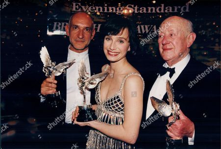 Ben Kingsley Kristin Scott Thomas And Sir Alec Guinness With Their Awards At The 1995 Evening Standard Film Awards