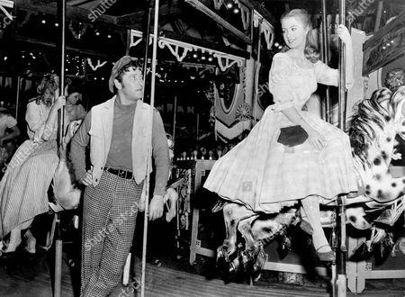 Carousel,  Shirley Jones,  Gordon Macrae