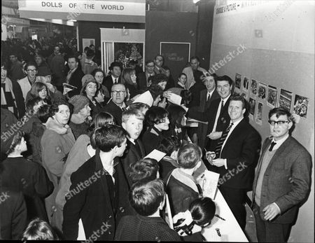 Editorial picture of Daily Mail Boys And Girls Exhibition At Olympia London Actor's Mike Mcstay And Johnny Briggs Help Wally Brown On The Daily Mail Scoop Stand