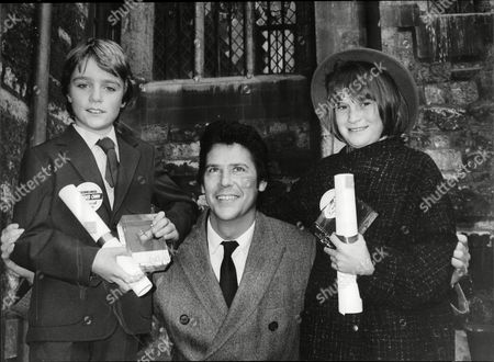 Shakin' Stevens With Two 'children Of Courage' Simon Wright 9 And Kelly Smith 11 At Westminster Abbey For The Awards Ceremony Today.