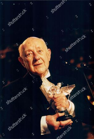 Sir Alec Guinness With One Of His Awards At The Evening Standard Film Awards