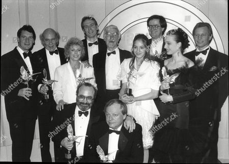 The Winners At The 1989 Evening Standard Film Awards From The Left At The Front Bob Hoskins And Richard Williams (middle) Michael Palin Jack Clayton Billie Whitelaw Charles Chrichton Jodhi May Kriston Scott Thomas And Michael York. Back Row Patricia Duval And William Diver
