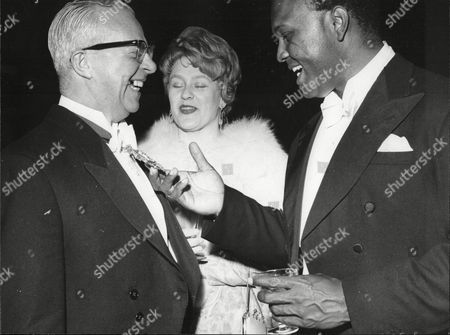 Elizabeth Simon And Thomas Baptiste Singers With Robert Rodgers Lord Mayor Of Manchester All At Daily Mail Jazz Festival Belle Vue Manchester 1963.