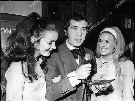 Barry Mason Dj With Models Beulah Hughes And Linda Talady At Daily Mail New Year Show 1968.