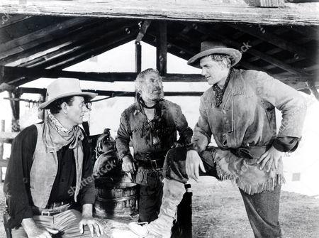 Hondo,  John Wayne,  Ward Bond,  James Arness