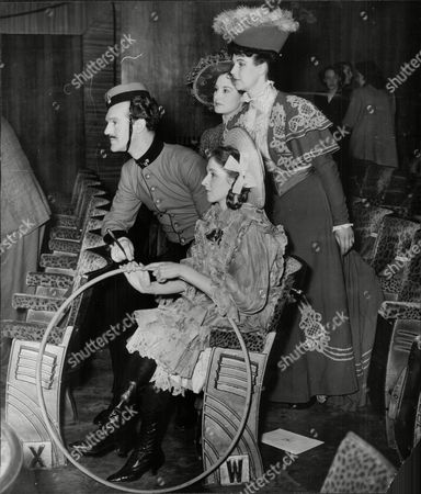 Daphne Bell And Frank Cooper Actors In Historical Dress For Daily Mail Film Awards 1950.
