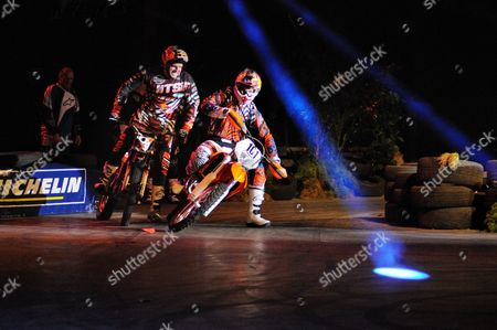 Dougie Lampkin and David Knight on the Revolution show course