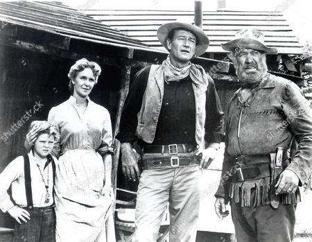 Hondo,  Lee Aaker,  Geraldine Page,  John Wayne,  Ward Bond
