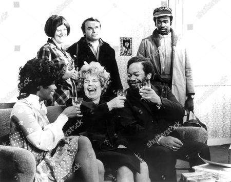 Love Thy Neighbour ,  Kate Williams,  Jack Smethurst,  Rudolph Walker,  Nina Bade-semper,  Patricia Hayes,  Charles Hyatt
