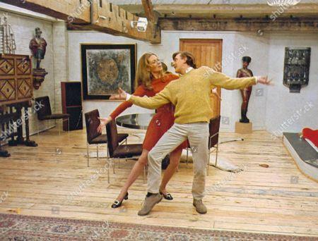 'Only When I Larf' - Alexandra Stewart and David Hemmings