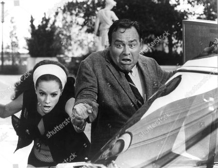Now You See It Now You Don't ,  Luciana Paluzzi,  Jonathan Winters