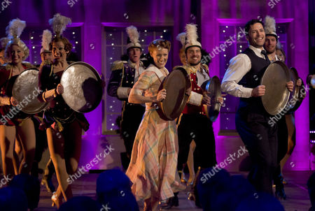 The Cast of 'Crazy For You' starring Sean Palmer and Clare Foster.