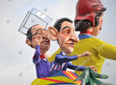 A float depicting French candidates in the presidential election, Francois Hollande (L) and Nicolas Sarkosy