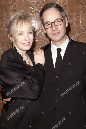 Lindsay Duncan (Judith Bliss) and Jeremy Northam (Richard Greatham)