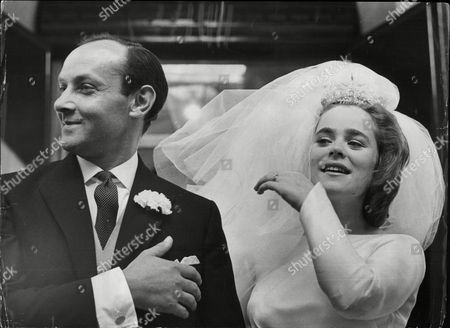 Former Debutante Penelope Ferguson Who Was Made A Ward Of Court After She Ran Away To Gretna Green With A London Window Cleaner Marries Solicitor Robert Gregory At St Paul's Knightsbridge