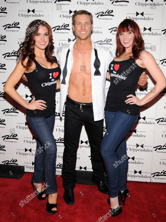 Jake Pavelka and female Chippendales models