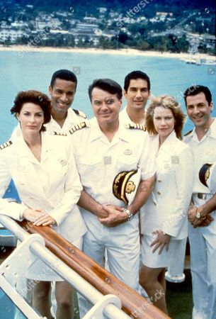 The Love Boat: The Next Wave ,  Joan Severance,  Phil Morris,  Robert Urich,  Randy Vasquez,  Stacy Travis,  Corey Parker