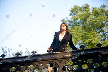 Jo McInnes as Gemma Manes.