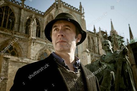 Stephen Dillane as Carl.