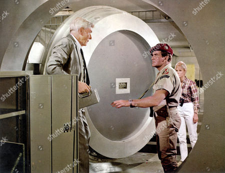 The Mercenaries,  Andre Morell,  Rod Taylor,  Yvette Mimieux
