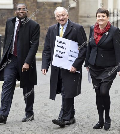 Editorial photo of Ken Livingstone handing in letter at No 10 Downing Street, London, Britain - 27 Feb 2012