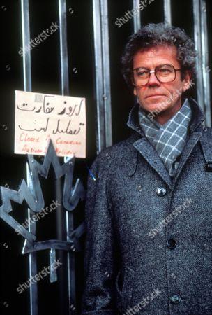 The Canadian Caper: Escape From Iran ,  Gordon Pinsent