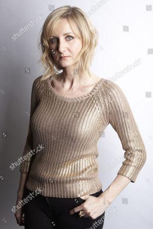 Ella Hart [Corrinne Wicks]