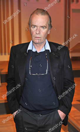 Martin Amis As Professor Of Creative Writing At Manchester University Gives A Lecture To Students At Manchester University.