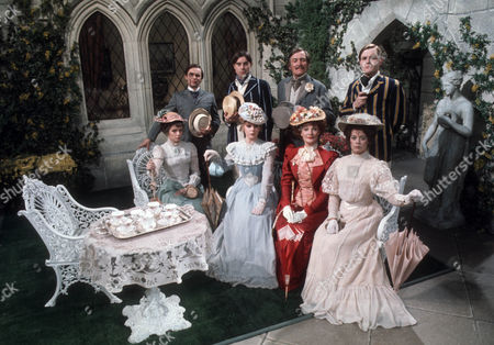 Back Row (L-R) - Graham Faulkner as Lord Fancourt Babberley, Alun Lewis as Charley Wykeham, Gerald Flood as Sir Frances Chesney and Osmond Bullock as Jack Chesney. Front Row (L-R) - Yvonne Nicholson as Ela Delahay, Judi Maynard as Amy Spettigue, Barbara Murray as Donna Lucia D'Alvadorez and Louise Hall-Taylor as Kitty Verdun