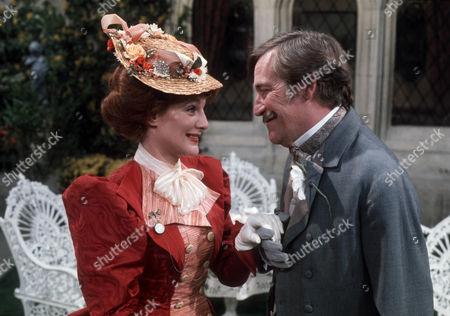 Barbara Murray as Donna Lucia D'Alvadorez and Gerald Flood as Sir Frances Chesney