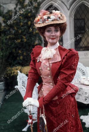 Barbara Murray as Donna Lucia D'Alvadorez