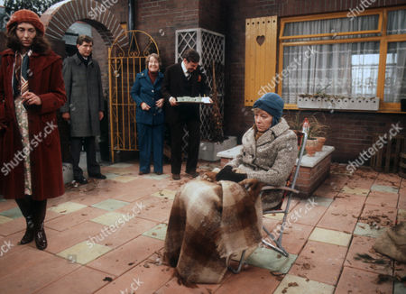 Rosemary McHale as Pam, Stephen Moore as Neil, Constance Chapman as Marjorie, Richard Briers as Dennis and Rosemary Leach as Vera