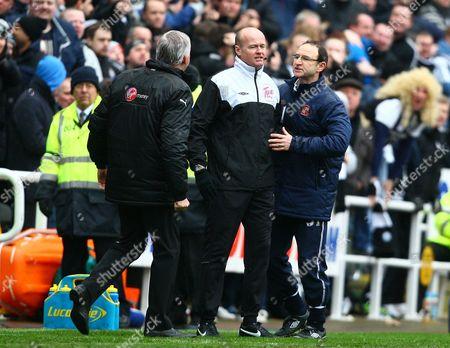 Newcastle Manager Alan Pardew and Sunderland Manager Martin O'Neill argue
