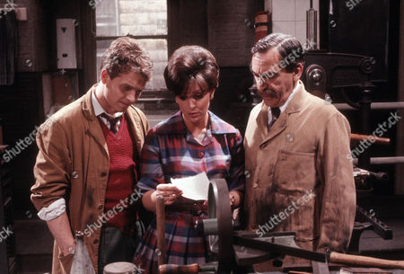 Steven Pinder as Owen Buckley, Diane Keen as Daisy Jackson and Patrick Troughton as J P Schofield