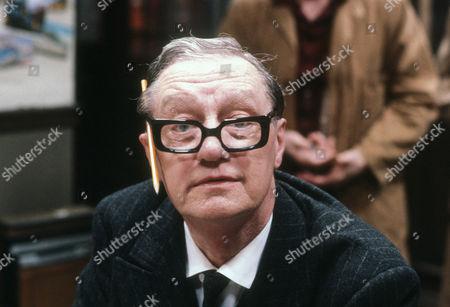 Tom Mennard as Acorn Henshaw