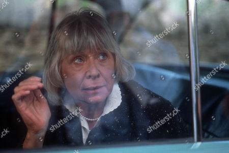 Anne Stallybrass as Eileen Reynolds