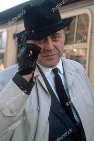 Nicholas Ball as Charlie Fenton