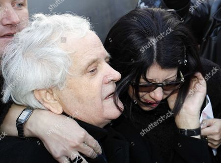 Bosnian war criminal Fikret Abdic greets his daughter