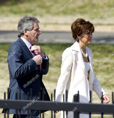 British Ambassador to the United States, Peter Westmacott and US Chief of Protocol, Capricia Marshall