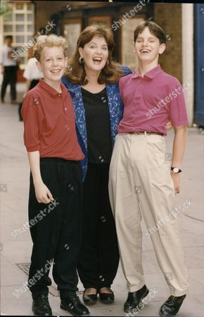 Pauline Collins Actress With Matthew Steer And Ben Chapman Who Star With Her In The Play Shades 1992.