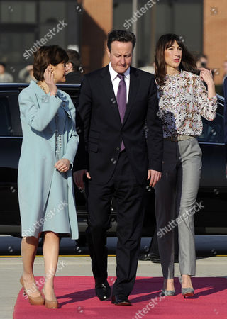 US Chief of Protocol Capricia Marshall, Prime Minister David Cameron and Samantha Cameron at Andrew's Air Force Base