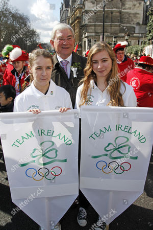 Stock Photo of Deputy London Mayor Richard Barnes with representatives of the Irish Olympic team